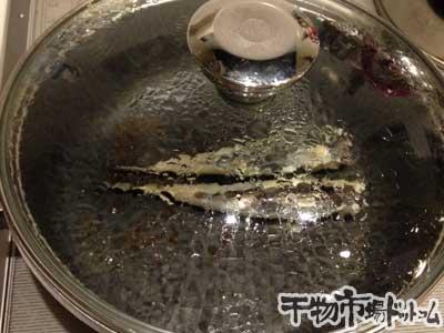 沖ギスをフライパンで焼いてみました_、同じく、約2分焼きます。