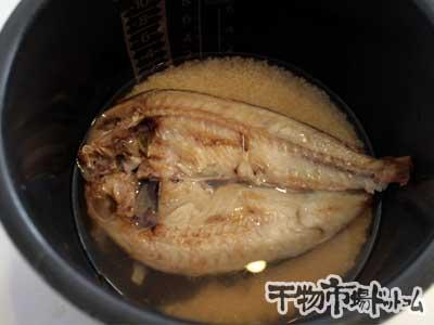 甘鯛の干物で鯛飯を炊いてみました_お米 だし汁 甘鯛を合わせますます。