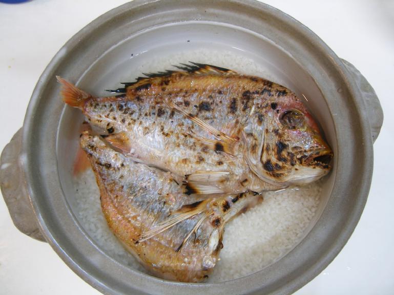 鯛飯_土鍋に入れます。