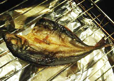 アルミホイルを使って、 グリルを汚さず魚を焼いて みたい!