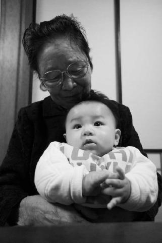 年配のお母さん