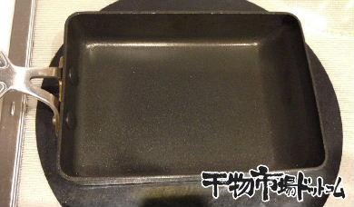 もう苦くない!潤目鰯(うるめいわし)の焼き方_頭にワタがつきてきて、こんな感じに切れます。