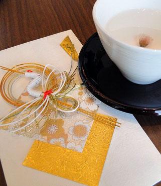 祝儀袋と桜茶_結婚内祝い