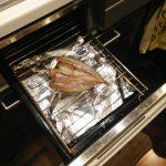 アルミホイルを使えば、グリルを汚さず魚が焼けるのか?(あじ・連子鯛)
